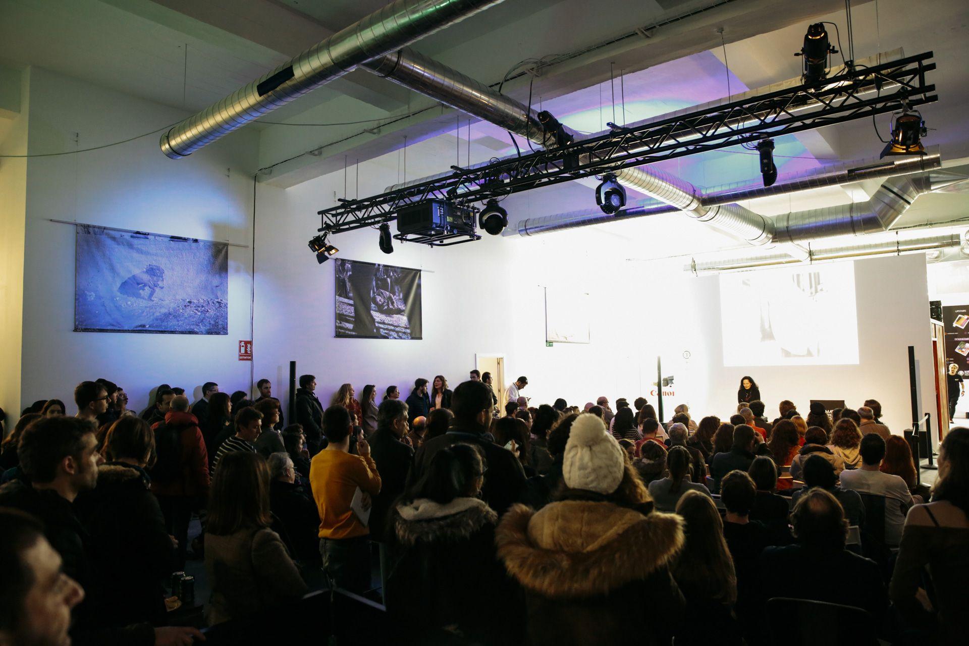 Conferencia de Isabel Muñoz con público