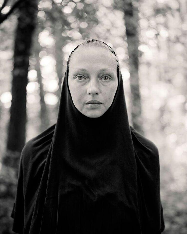 Retrato de una mujer por Alys Tomlinson